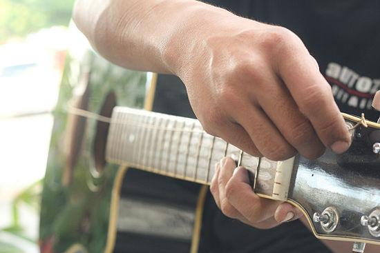 thay-day-dan-guitar1