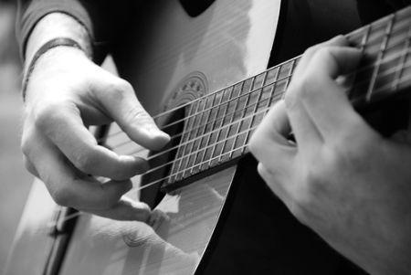 Giảm đau tay khi tập guitar cho người mới bắt đầu