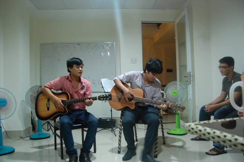Lớp học đàn Guitar ở Gò Vấp tại Khuyến Nhạc Sông Thu