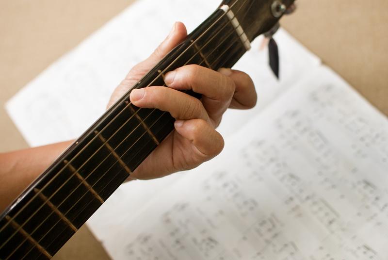 Học guitar ở đâu ?