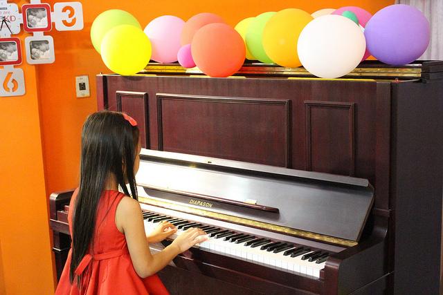 Khi quyết định cho bé học đàn piano cha mẹ cũng cần phải ghi nhớ rất nhiều vấn đề