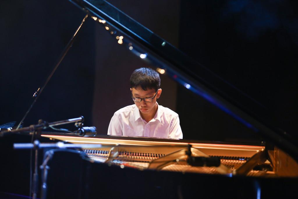 Trẻ sẽ tăng thêm khả năng phối hợp với đồng đội khi được học đàn piano