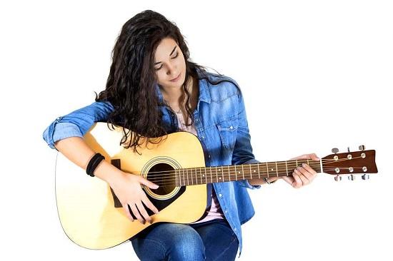 Hãy tự trau dồi kiến thức nhạc lý cho mình khi học đàn guitar