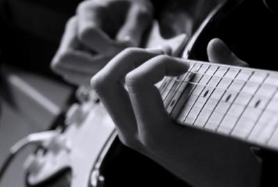 Học đàn guitar đệm hát là bộ môn mà nhiều bạn trẻ lựa chọn